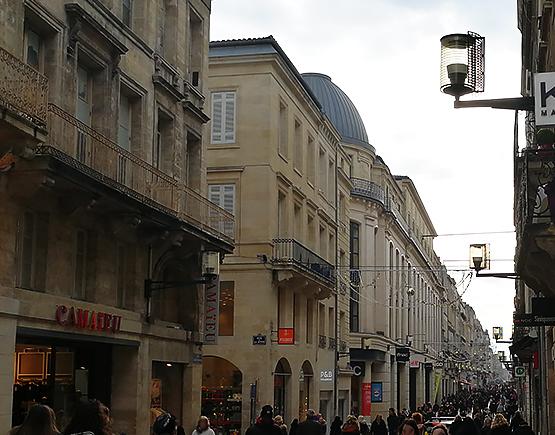 La calle comercial mas grande de Burdeos.