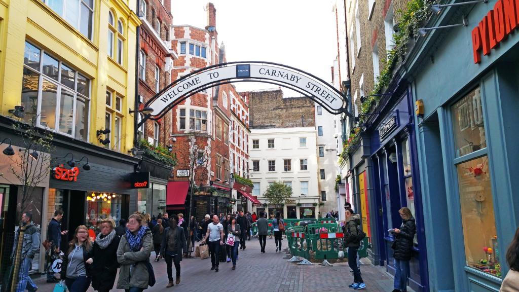 Pasear por el barrio mas auténtico de Londres es gratis e imprescindible en tu visita.