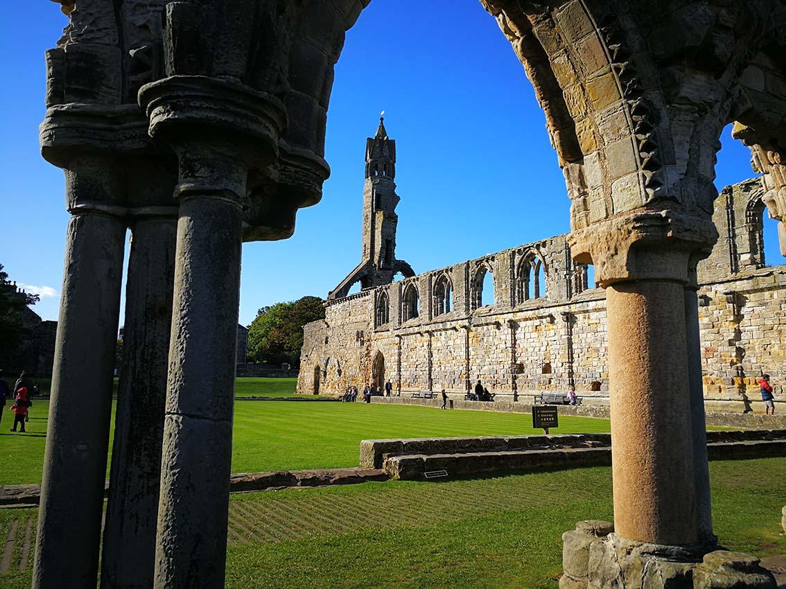 Incluye esta abadia en un viaje a Esocia por tu cuenta